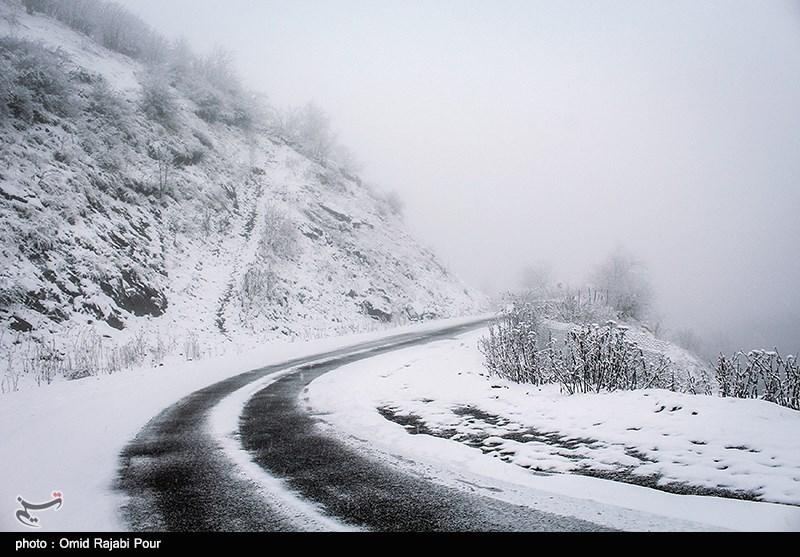 تردد خودروها در محورهای کوهستانی استان مازندران با زنجیر چرخ امکانپذیر است