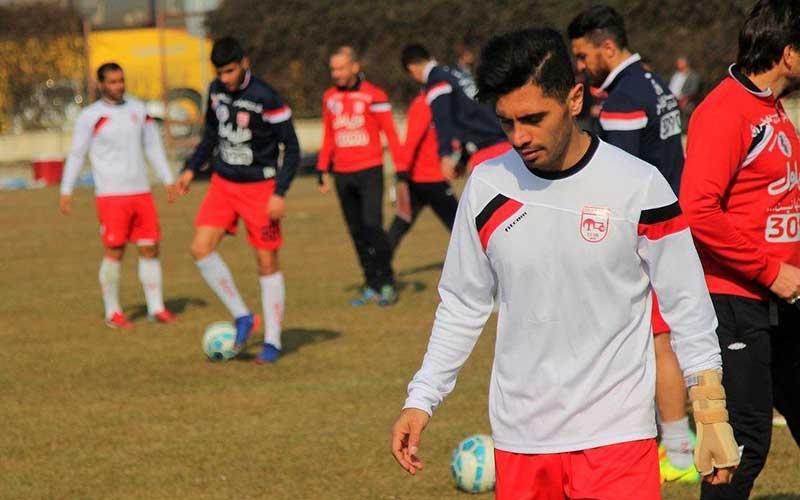 عالیشاه با محافظ دست بازی میکند (عکس)