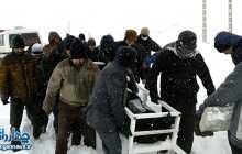 اهالی روستای برد هم محلی خود را زیر بارش شدید برف تشییع کردند
