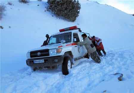 نجات  ۶۰ مسافر از برف و کولاک در محور کیاسر - دامغان