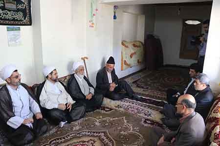 تصاویر: دیدار مدیرکل اوقاف مازندران با خانواده شهید احمدی در روستای اروست