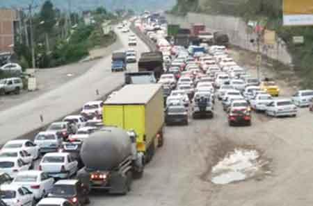 ترافیک پرحجم و سنگین در جاده ساری - کیاسر