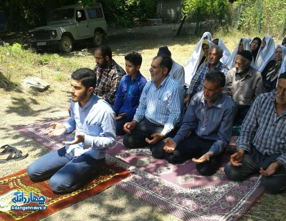 برگزاری نماز باران توسط اهالی روستای ازنی در امامزاده ابوطالب دیدو + تصاویر