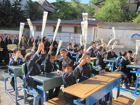 جشن شکوفه ها در مدارس منطقه چهاردانگه برگزار شد