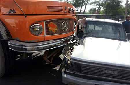 تصادف مزدا و کامیون در جاده فولادمحله–کیاسر یک کشته برجا گذاشت