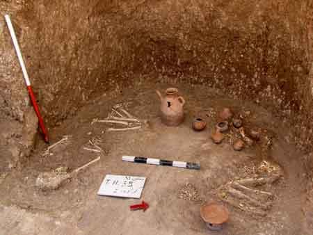 کشف 100 گور دخمهای در محوطه باستانی وستمین