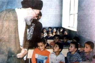 میزبانی اهالی روستای «اروست»  از مقام معظم رهبری -۲۴ مهر ۱۳۷۴