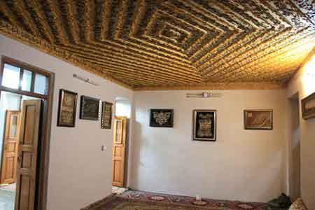 آرامش را در این خانه ۱۰۰ ساله در کیاسر بیابید