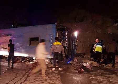 عاملان واژگونی اتوبوس در محور سوادکوه مشخص شدند
