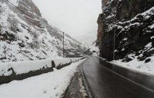ارتفاعات محورهای مازندران برفی و لغزنده است