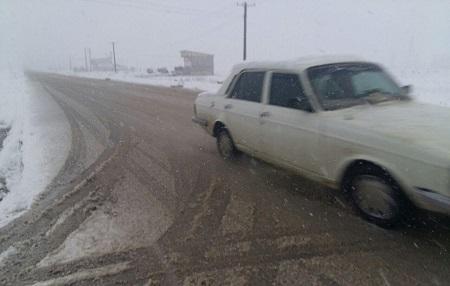 بارش برف در چهاردانگه و لغزندگی محور ساری-کیاسر-سمنان