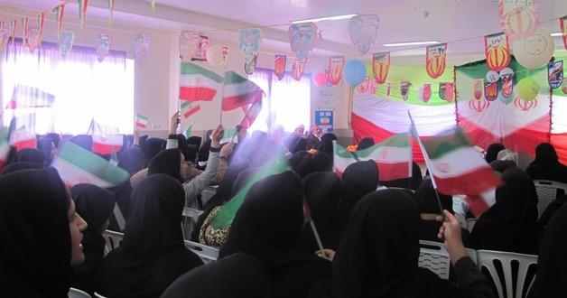 مراسم جشن انقلاب در مدارس منطقه چهاردانگه برگزار شد