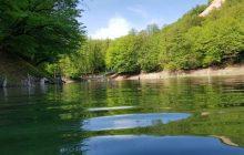 زیبایی های دریاچه چورت در یک روز بهاری