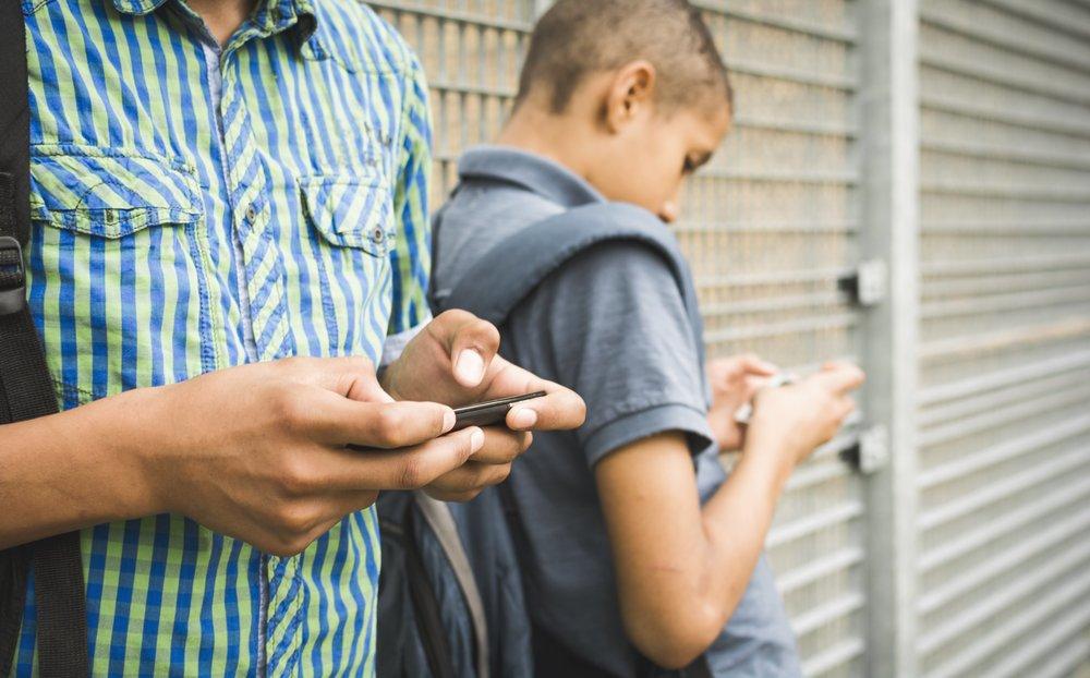 برای فرزندتان در دوره دبستان موبایل نخرید