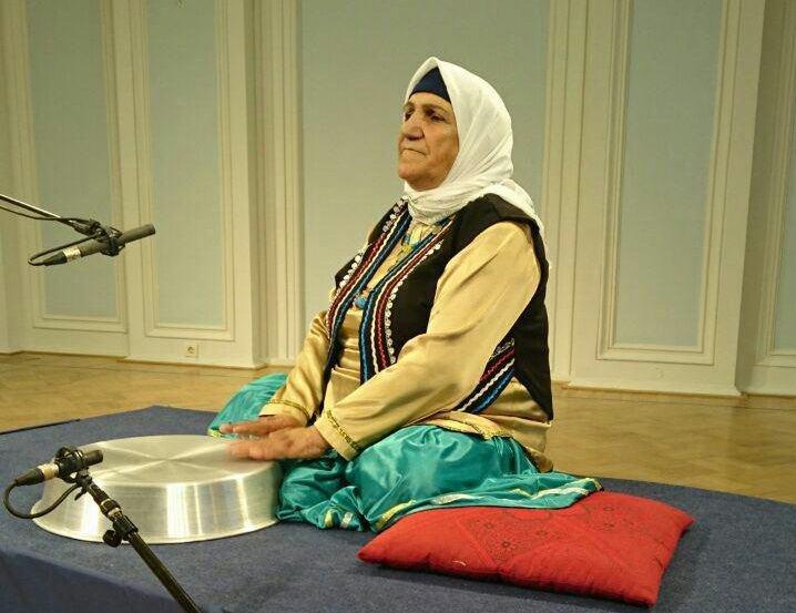 هنرنمایی تشتنوازان مازندرانی در یک جشنواره