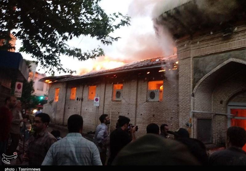 فرماندار ساری: مهار آتش در مسجد جامع ساری تا ساعاتی دیگر ادامه دارد/نیروهای امدادی از شهرهای اطراف به کمک اطفاء آمدند