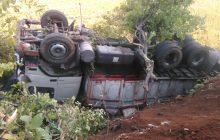 تصادف بین یک دستگاه پژو و کامیون در جاده کیاسر + تصاویر