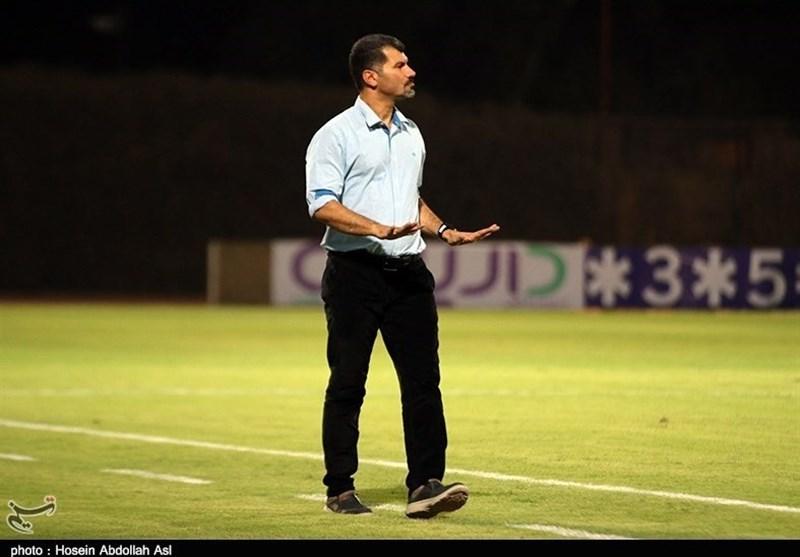 مازندران  داریوش یزدی: انتظار دارم آقایی که 100 بازی ملی دارد دنبال فنی بازی کردن باشد/ نساجی 20 بازیکن اضافه داشت!