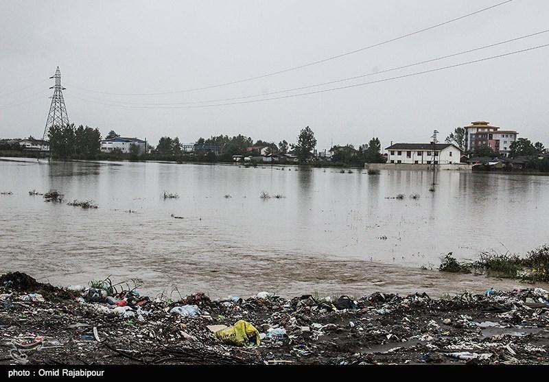 سیلاب راه دسترسی 14 روستای تنکابن را مسدود کرد