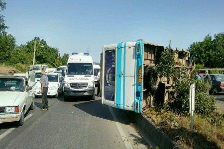 واژگونی یک دستگاه مینیبوس در مازندران