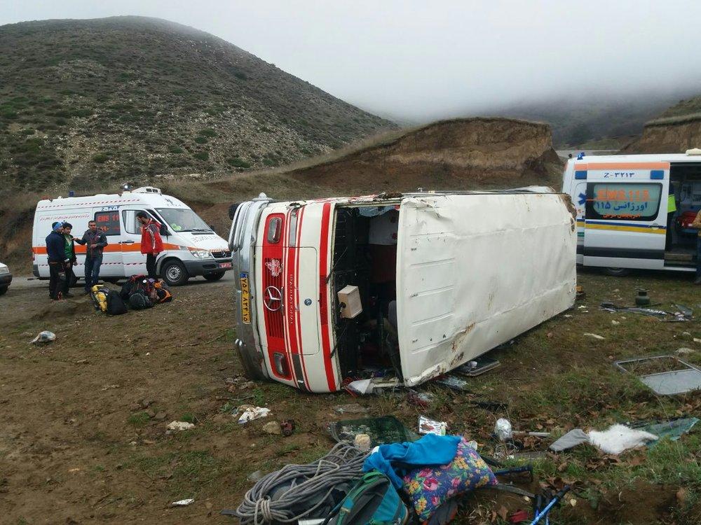 مصدومیت 23 کارگر زن در واژگونی مینیبوس در ساری