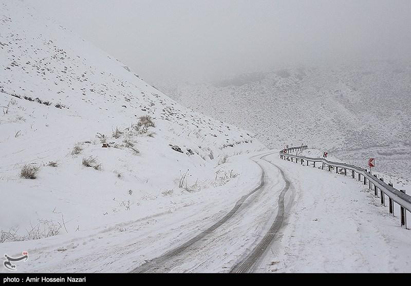 مازندران| برف محور هراز را سفیدپوش کرد