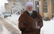 تصاویر: عزیمت حجت الاسلام تیموری برای نماز جمعه در یک روز برفی