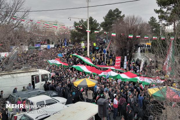 عزت امروز ایران مدیون مقاومت و ایستادگی است