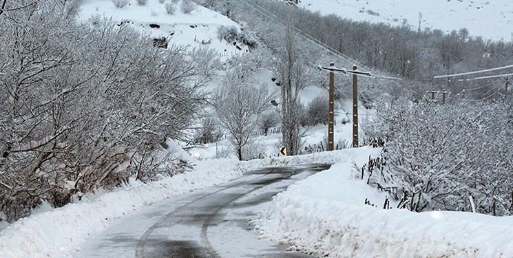 ارتفاع برف در منطقه چهاردانگه به یک متر رسید