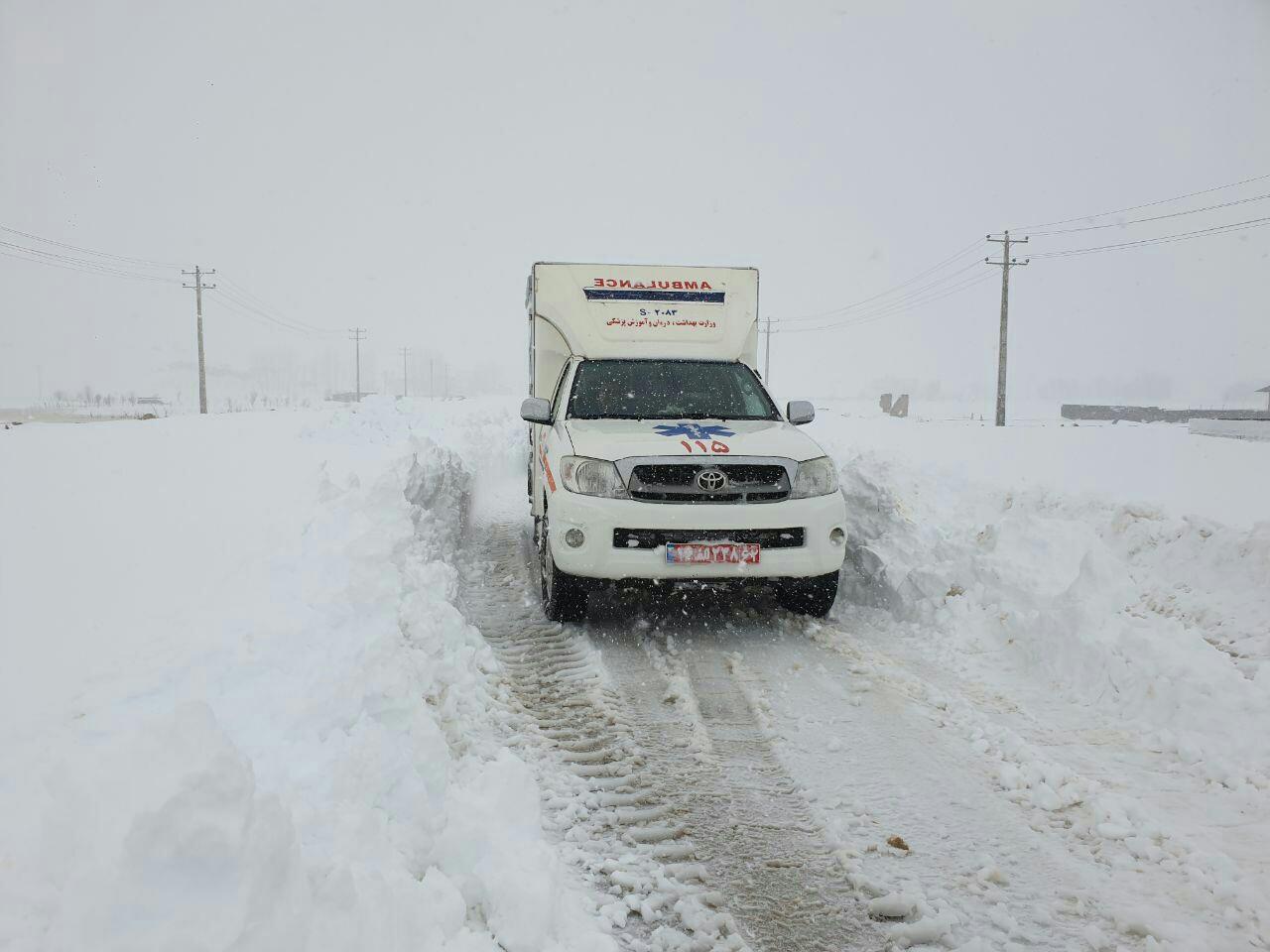 نجات جان مادر باردار چهاردانگه ای گرفتار در برف توسط اورژانس کلاح خسه