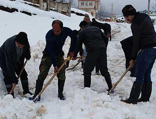اهمیت حضور مردم در شرایط بحرانی/عمل به جای حرف در برف!