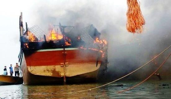 4 مصدوم در حادثه حریق لنج ماهیگیری در بابلسر