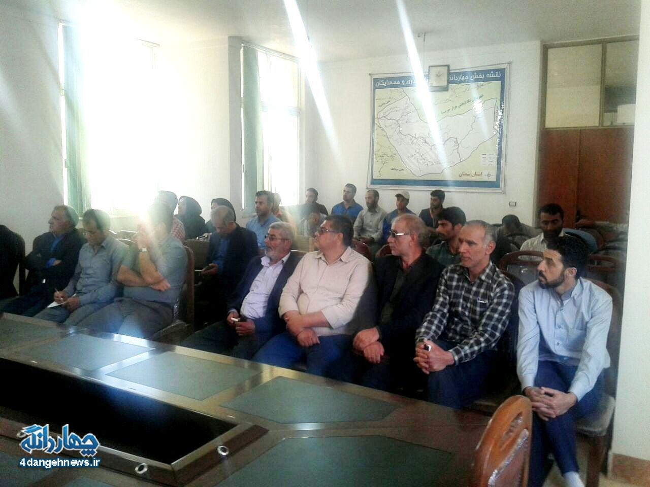 تجمع اعتراضی اهالی چهاردانگه به انتقال زباله و حضور در دفتر بخشدار