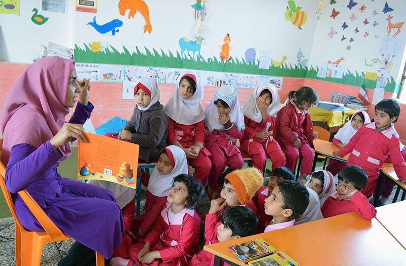قصه گویی روابط اجتماعی را در کودکان تقویت می کند