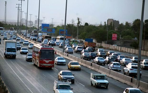 جاده-هراز-همچنان-ترافیک-پرحجم-دارد.jpg