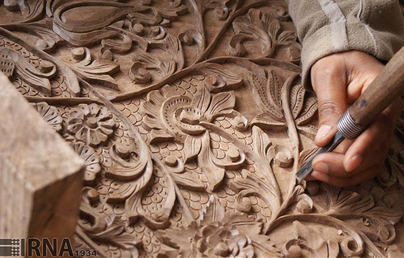 هنرمندان، مواداولیه صنایع دستی را از طریق تشکلهای صنفی بخرند