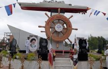 پردهبرداری از ماکت ناوشکن سهند نیروی دریایی ارتش در نوشهر