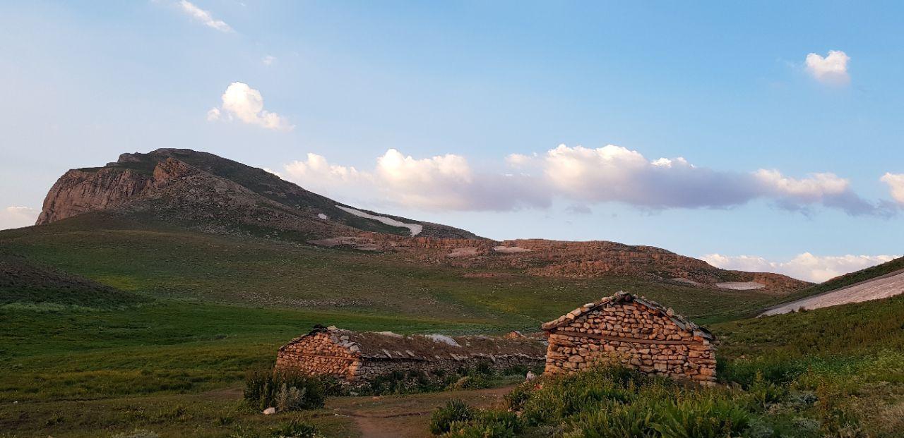 ییلاق لپاسر در دامنه کوه سماموس رامسر