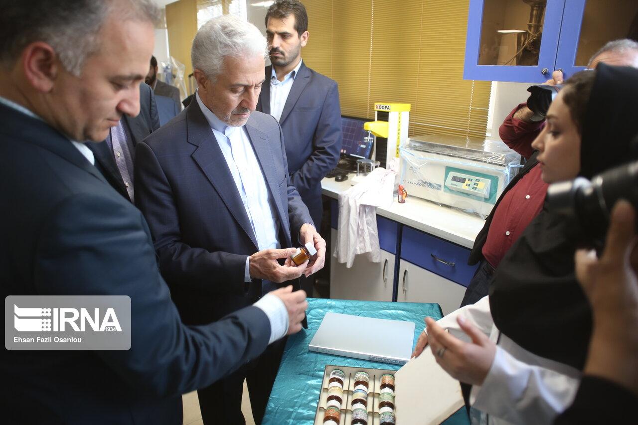 وزیر علوم: پژوهشگران محصولهای تولیدی را به نام خود ثبت کنند