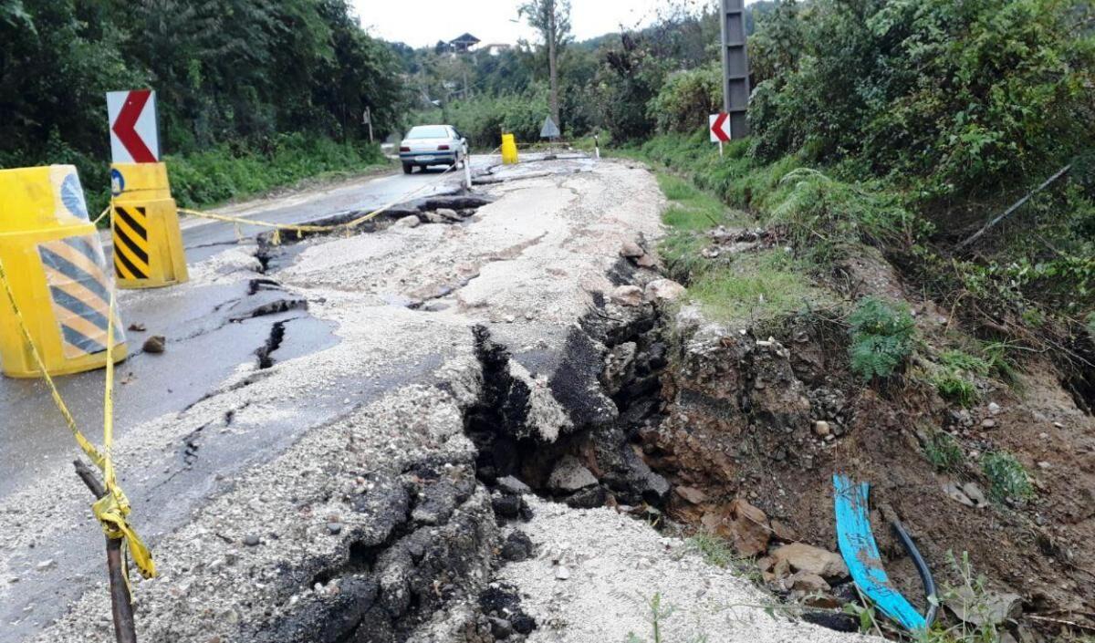 بارش شدید باران محور روستای وانکوه رامسر را مسدود کرد