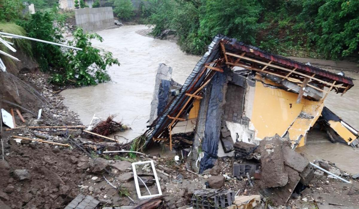 سیل-اخیر-۲۱-میلیارد-تومان-به-عباسآباد-خسارت-زد.jpg