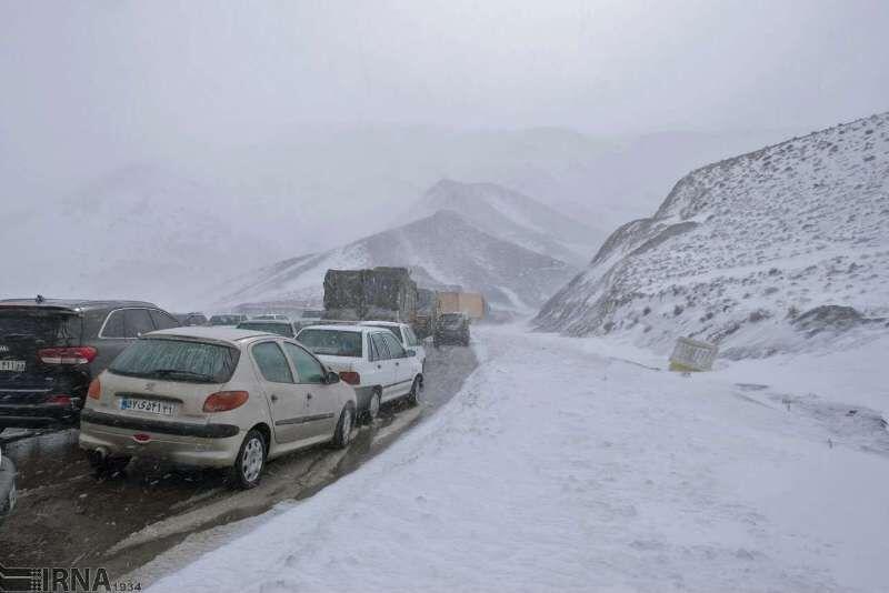 برف-و-باران-ترافیک-جادههای-اصلی-مازندران-را-سنگین-کرد.jpg