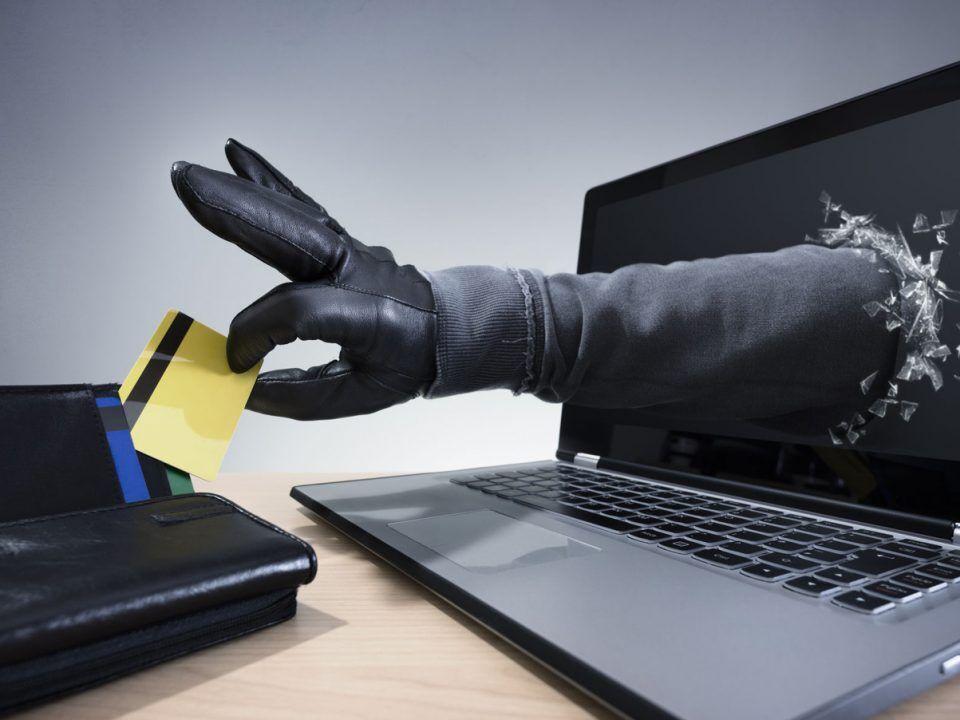 دستگیری-سارق-فضای-مجازی-با-۶۴۴-کارت-بانکی.jpg