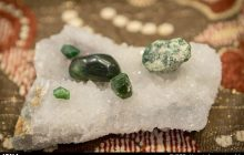 سنگهای سخت را تبدیل به نان گرم سفرههای مردم میکنیم