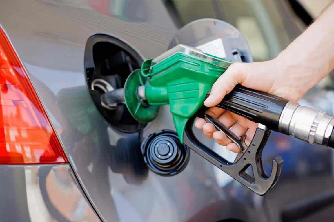 ۷۰ درصد بنزین مصرفی با نرخ دولتی تامین میشود