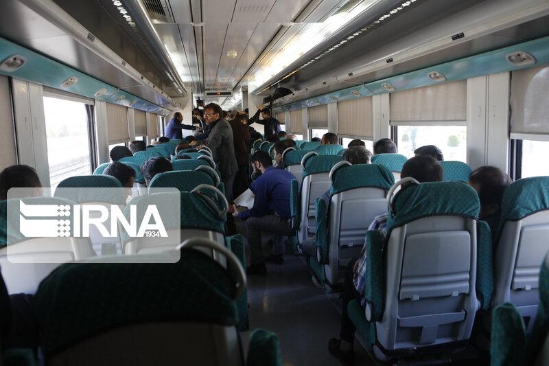 استقبال-مردم-و-کمبود-قطار-محلی-در-مازندران.jpg