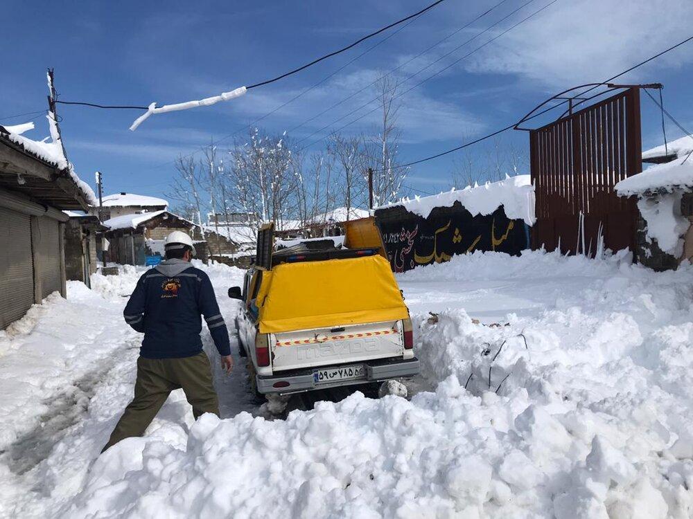 اعزام اکیپهای عملیاتی شرکت توزیع برق مازندران به مناطق برف زده گیلان
