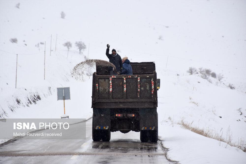 بارش برف و باران در محور های مواصلاتی مازندران