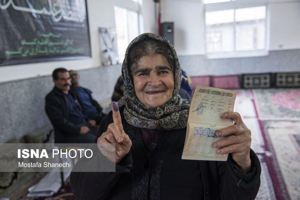 حضور پرشور مردم روستاهای دودانگه ساری پای صندوقهای رای