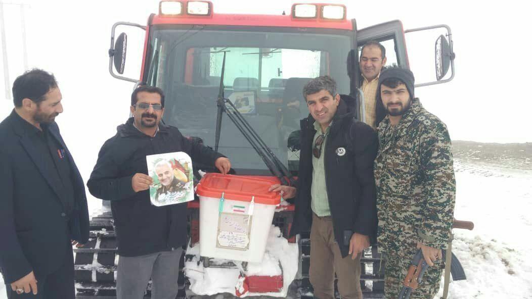 گذر صندوقهای رای مازندران از برف و کولاک